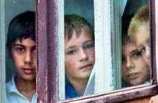 В Старой Руссе прокуратура помогла сиротам получить благоустроенные квартиры