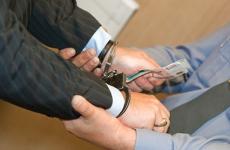Бывший сотрудник полиции Киришского района привлечен к уголовной ответственности за получение взятки
