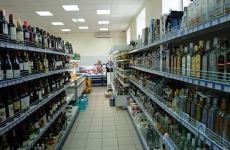 В кафе на ул. Ленинградской продавали алкоголь несовершеннолетним