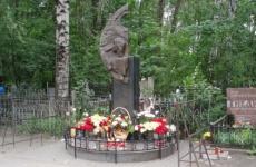 Избитого мужчину нашли у могилы Виктора Цоя в Петербурге