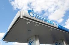«Ъ»: в РФ начали сокращать или отменять корпоративные скидки по топливным картам