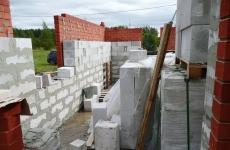 В зоне строительства путепровода начали сносить дома