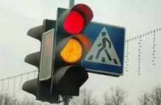 В Улан-Удэ за выходные дважды врезались в светофорную стойку