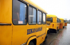 Школам Омской области передали 51 новый автобус