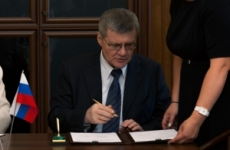 Генеральный прокурор РФ Юрий Чайка провел рабочую встречу с президентом Международной ассоциации прокуроров Герхардом Ярошем