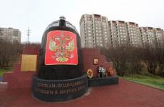 В Екатеринбурге появился 11-метровый «невидимый» граффити-памятник подлодке «Курск»