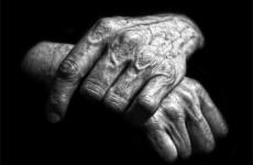 Пенсионерам из Колывани вручили продуктовые наборы