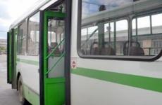 В Ленобласти самосвал вылетел на остановку: пострадал мужчина