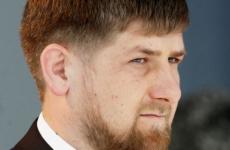 Песков не увидел противоречий между Мишустиным и Кадыровым