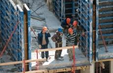 Подпорожский городской прокурор принял меры реагирования по факту привлечения на строительстве многоквартирного дома иностранных граждан