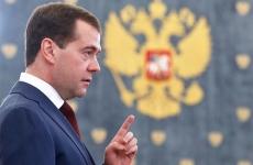 Медведев поддержал идею снизить порог беспошлинного ввоза посылок
