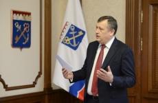 Александр Дрозденко вручил сотрудникам МЧС ключи от 35 новых автомобилей