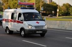 Реанимобиль протаранил дорожное ограждение в Ангарске