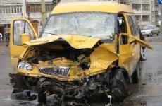 Шесть человек пострадали при столкновении двух машин в ТиНАО
